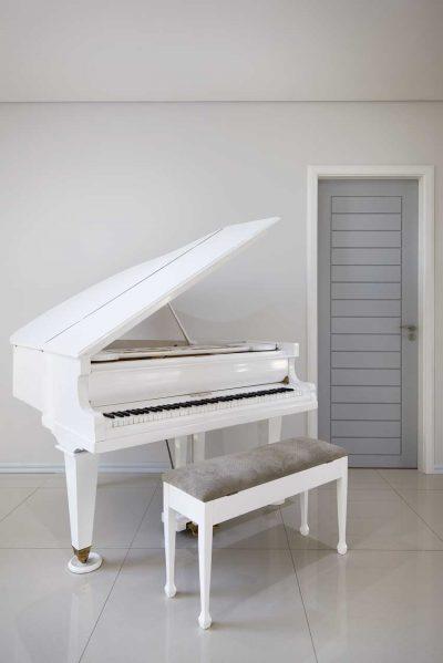 Lona's Pianos
